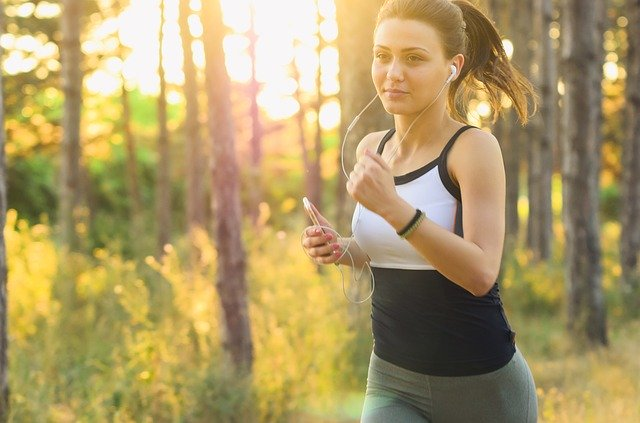 Best earphones for running that don't fall out in India 2021